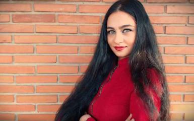 Ilina Luiza Elena, o tânără de 24 de ani, a îmbinat iubirea pentru limba maternă cu pasiunea pentru web design și E-Commerce, într-un business de success!