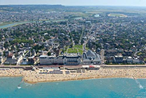 Cabourg : Plage & Architecture - LONG DAY TRIP